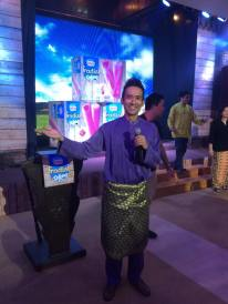 Kesh Sandhu emceeing the launch of the Nestle Tradisi Potong Ice-Cream variant at Pusat Kraftangan dan Budaya Jalan Conlay