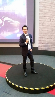 Kesh Sandhu emceeing event at Suria KLCC at Petronas Twin Towers for the P&G Gillette event